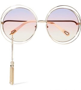 แว่นกันแดดตกแต่งพู่โลหะจาก CHLOÉ Carlina ราคา 17,550 บาท